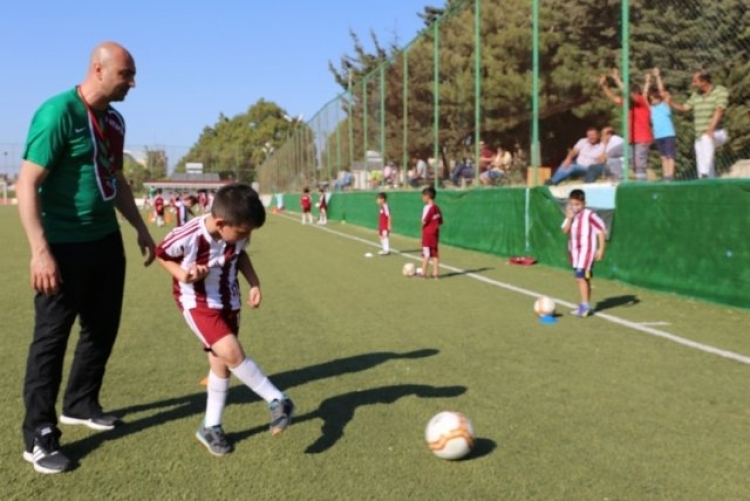 Futbol Okulu Kapılarını Geleceğin Yıldızlarına Açtı